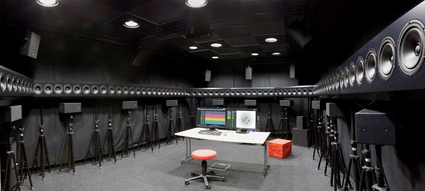 Im Wave Studio des Fraunhofer IDMT wird an der Weiterentwicklung räumlicher Audiowiedergabetechnologien gearbeitet.